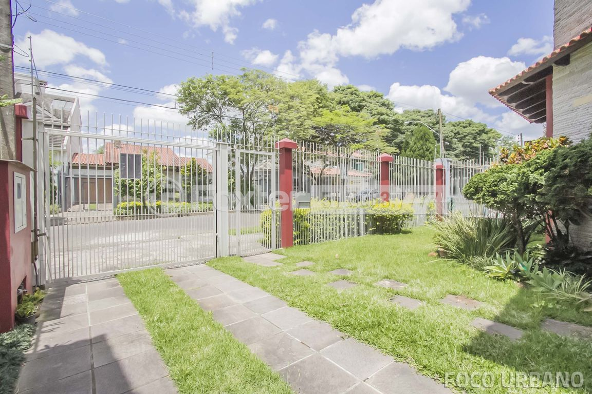 Casa 4 Dorm, Jardim Itu Sabará, Porto Alegre (133047) - Foto 36